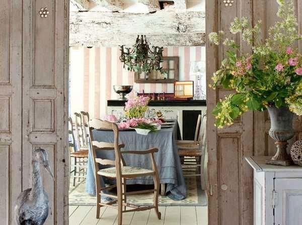 Họa tiết hoa xuất hiện ở khắp mọi nơi của căn phòng mang đến cảm giác bay bổng, lãng mạn