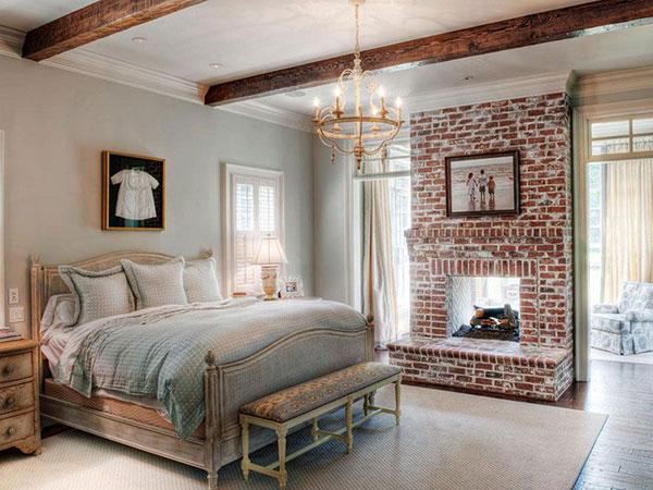Hình ảnh lò sưởi của phong cách đồng quê Anh xuất thiện trong nội thất phòng ngủ