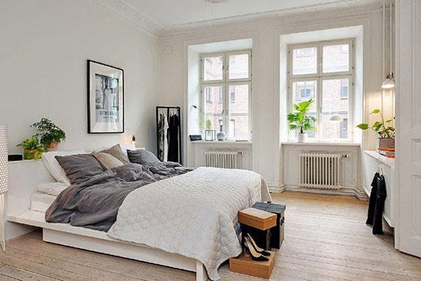 Ánh sáng được phản chiếu qua khung cửa lớn tạo nên vẻ đẹp quyến rũ đặc trưng phong cách Scandinavian