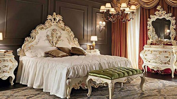Phòng ngủ phong cách Baroque sử dụng gam màu pastel nhẹ nhàng kết hợp họa tiết mạ