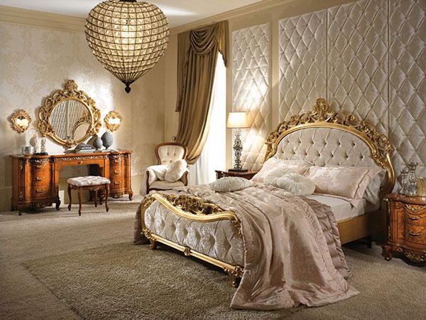 Drap trải giường trong phong cách nội thất Baroque có họa tiết đồng nhất với thảm, rèm che