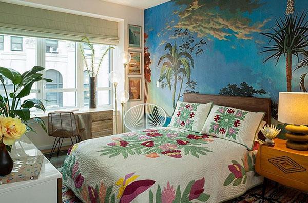 Cây xanh, hoa tiết trang trí trên ga trải giường tạo nên sức hút đặc trưng
