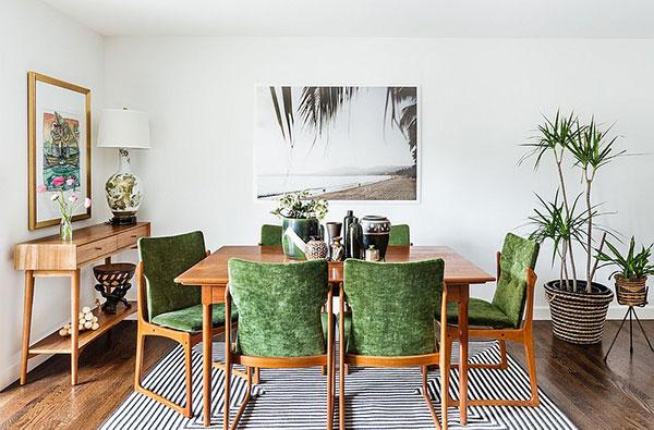 Bàn ăn được phối hợp màu xanh đặc trưng tạo nên không gian nội thất mới lạ, độc đáo