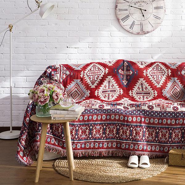 Phong cách nội thất Vintage sử dụng thảm trải sàn với họa tiết hoa văn độc đáo