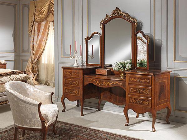 Tránh đặt gương, bàn trang điểm đối diện giường ngủ