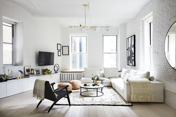 Các món đồ nội thất sử dụng hài hòa với sơn trắng trên tường