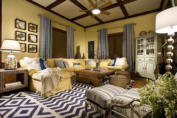 Sơn vàng đi kèm với đồ nội thất mang hơi hướng Vintage