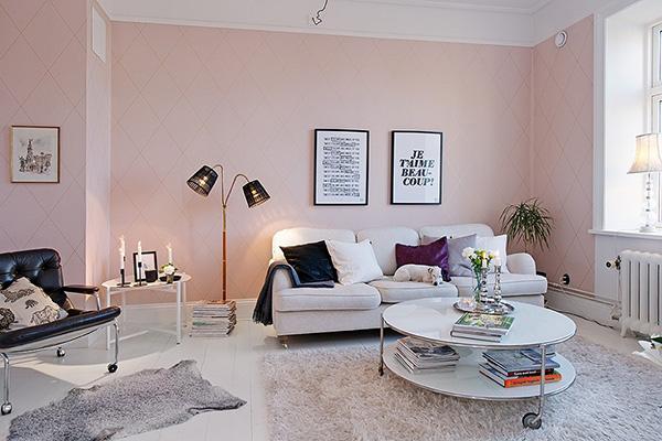 Các món đồ nội thất được sắp xếp nhẹ nhàng mang đến không gian đón tiếp thoải mái, dễ chịu