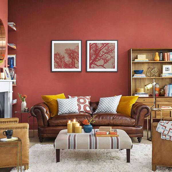 Các món đồ nội thất được sắp đặt độc đáo, nổi bật màu sơn phòng khách
