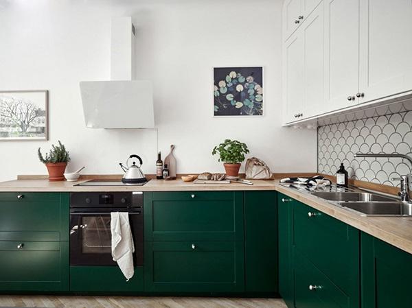 Mẫu xanh đạm của tủ bếp tạo hiệu ứng tương phản trong phong cách Art Deco
