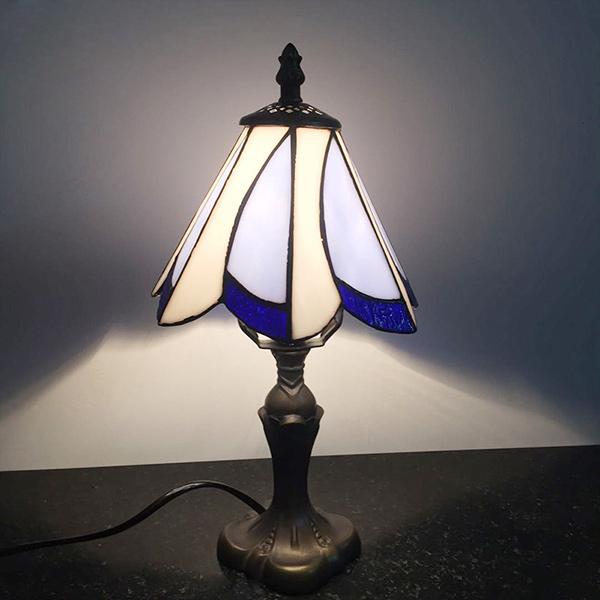 Đèn ngủ để bàn mang phong cách Địa Trung Hải