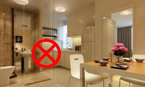 Phòng bếp đặt đối diện cửa nhà vệ sinh là điều đại kỵ