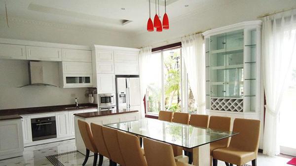 Phòng bếp nên bố trí thông thoáng đồng thời không nên quá bí