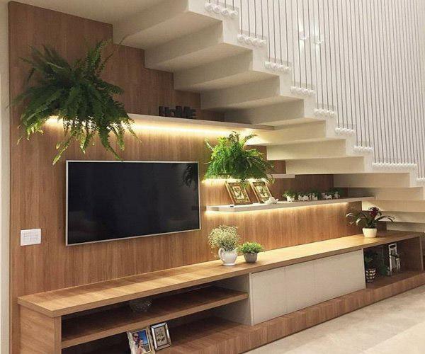 Kệ tivi dưới gầm cầu thang
