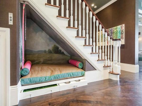 Tận dụng gầm cầu thang làm phòng nghỉ ngơi