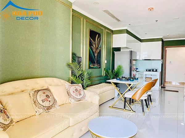 Nội thất phòng khách liền bếp được bố trí màu sắc ấn tượng