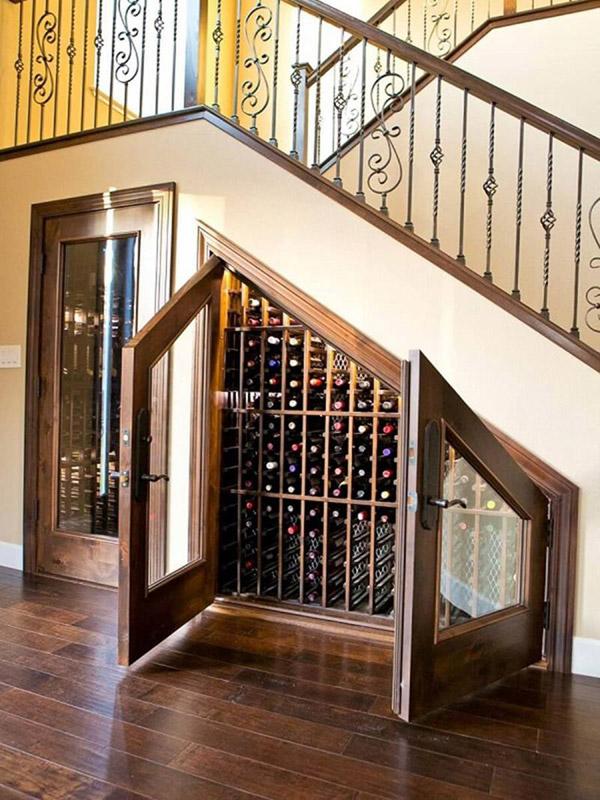 Trang trí gầm cầu thang với tủ rượu