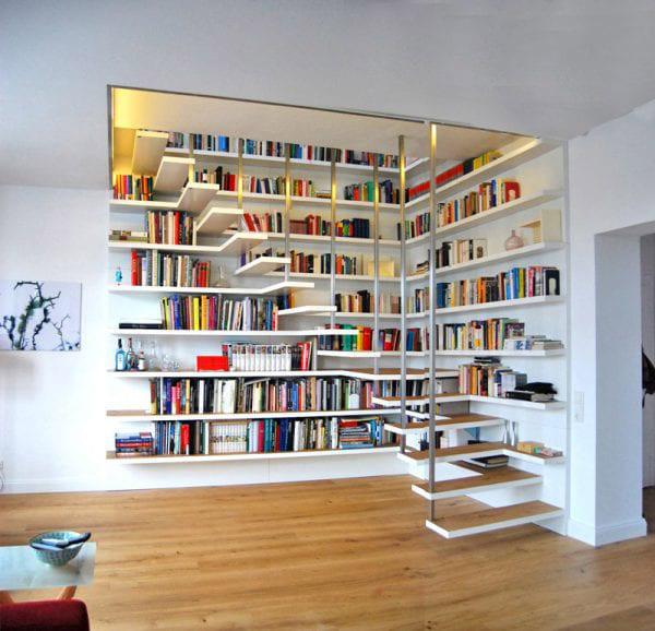 Trang trí gầm cầu thang bằng tủ sách