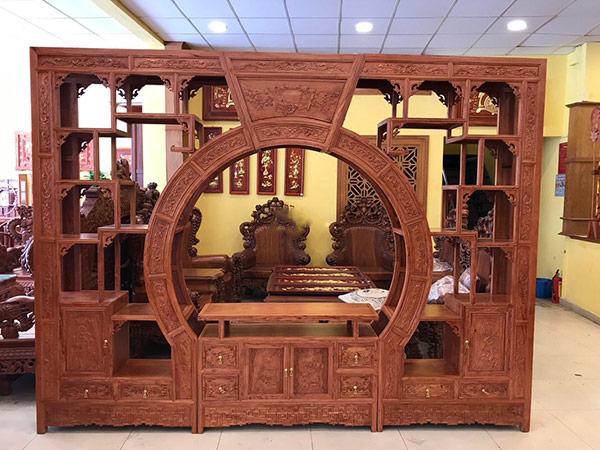Tủ gỗ phòng khách đẹp, hiện đại với các chi tiết được chạm khắc tinh tế